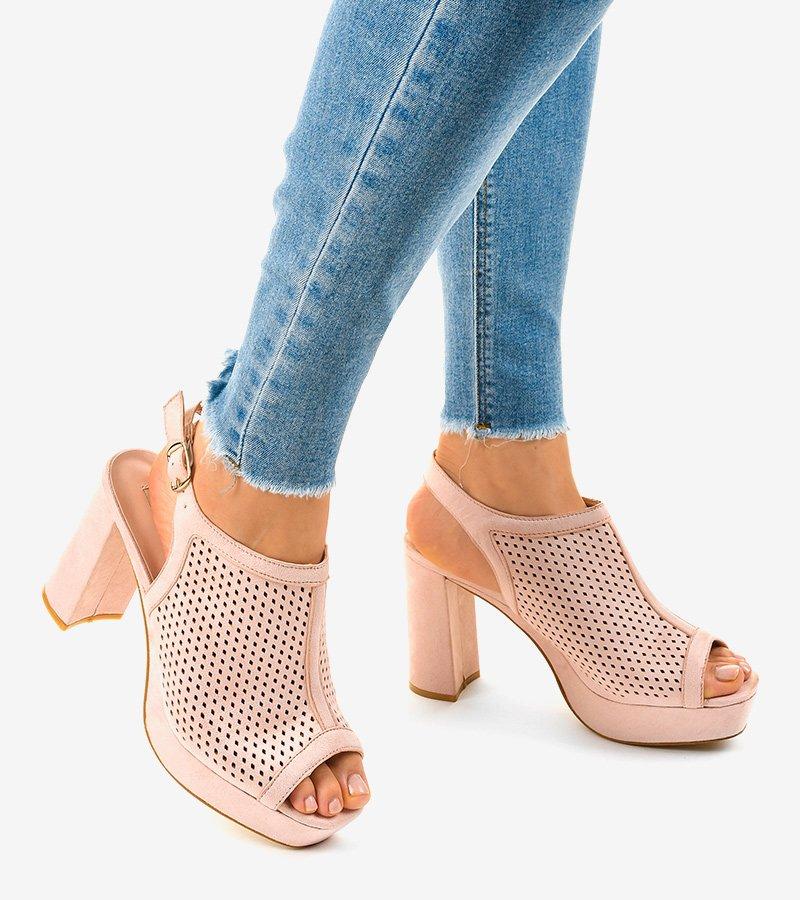 Beżowe sandały na obcasie ażurowe 9R82 | Obuwie Gemre online