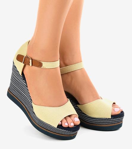 f0ef41fb Kliknij, aby powiększyć; Beżowe sandały na koturnie espadryle 9079