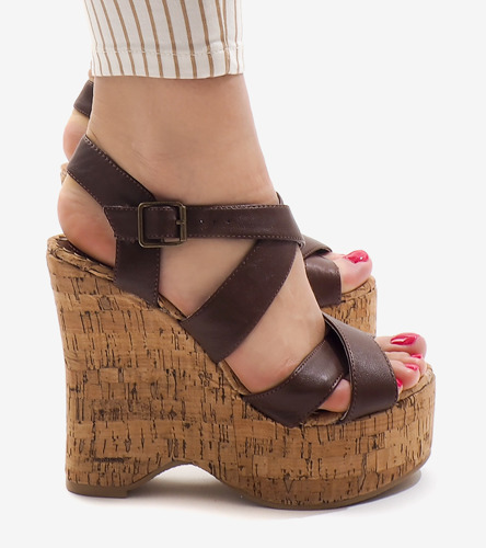 8dc9fbc9 Kliknij, aby powiększyć; Brązowe sandały na koturnie 10915