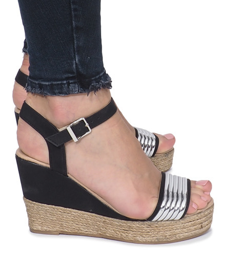 228f6b99fb6191 Kliknij, aby powiększyć · Czarne sandały na delikatnej koturnie Glam Shine