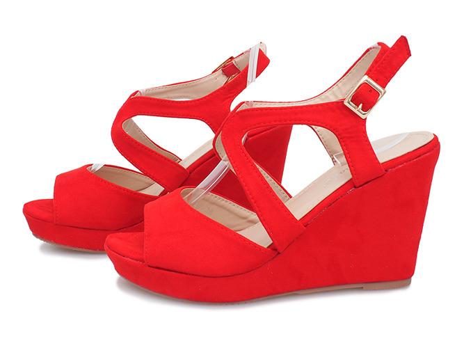 6c70ea11 Kliknij, aby powiększyć · Czerwone sandały na koturnie Mosso